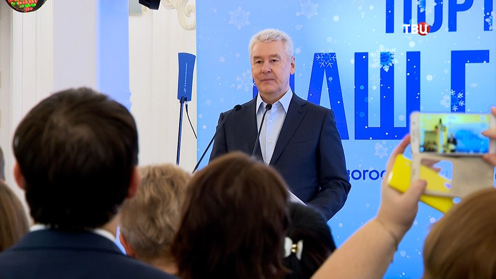 Сергей Собянин во время поздравления с новогодними праздниками активных горожан