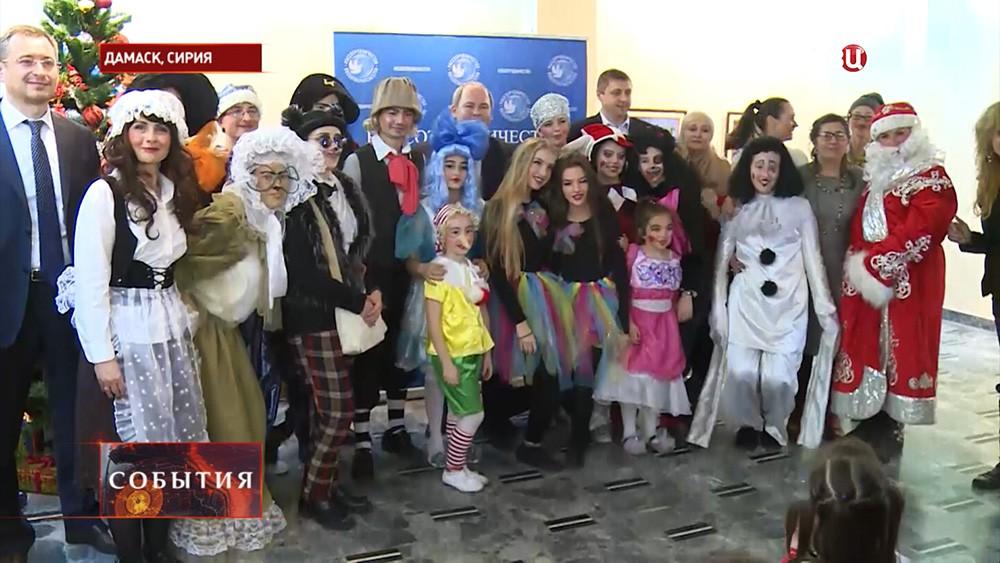 Россияне организовали елку для детей в Сирии
