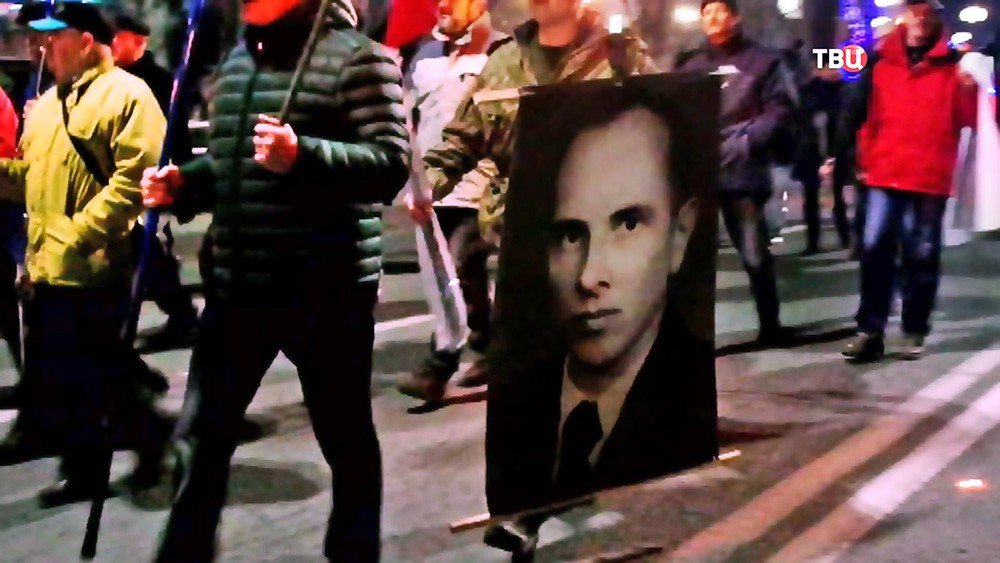 Митинг украинских радикалов с портретами Степана Бандеры