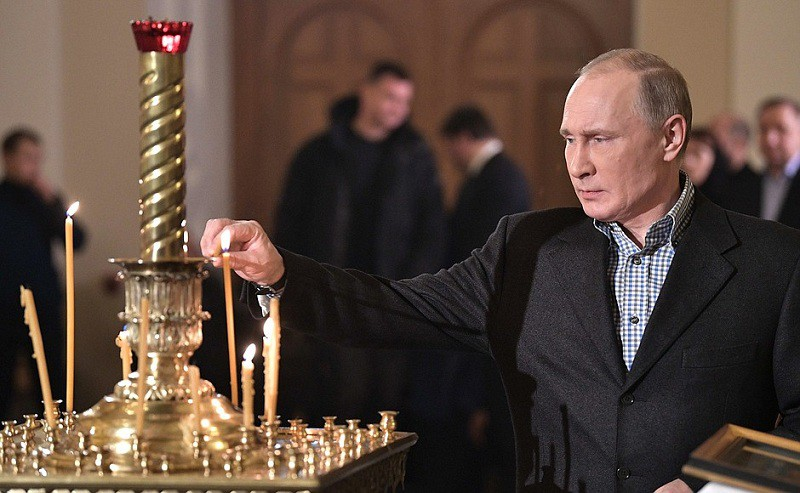 Владимир Путин на Рождественском богослужении в церкви святых и праведных Симеона Богоприимца и Анны Пророчицы