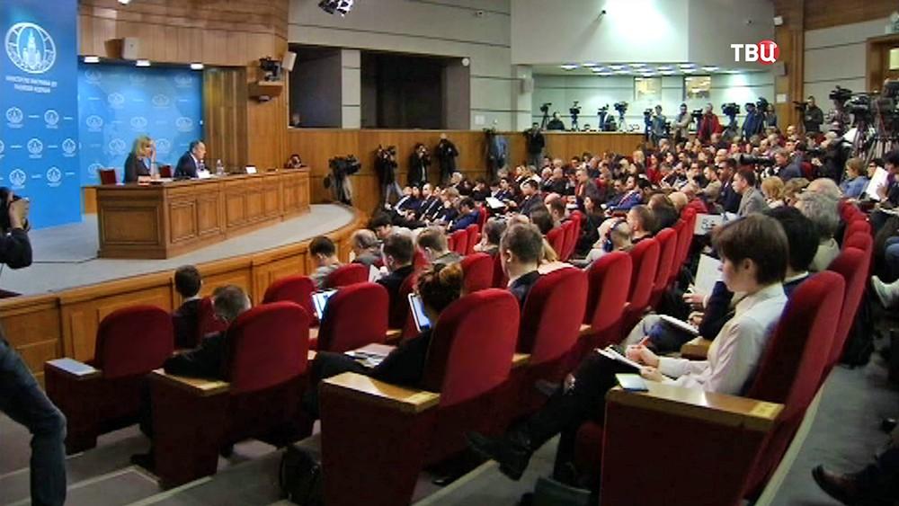 Пресс-конференция министра иностранных дел России Сергея Лаврова