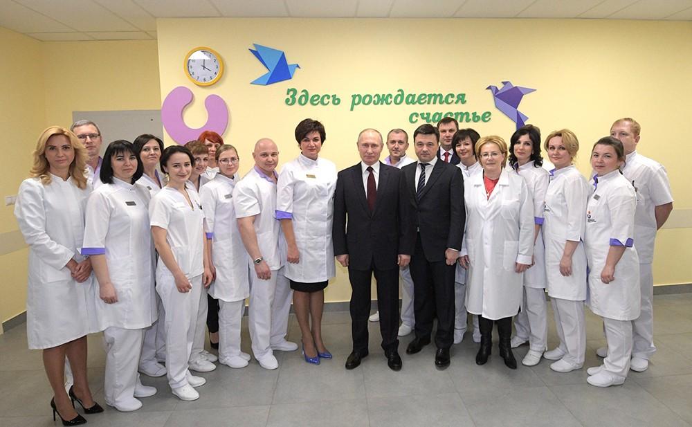 Владимир Путин посетил Коломенский перинатальный центр