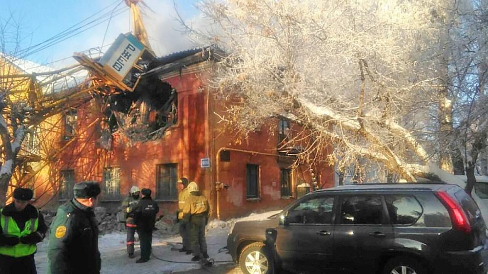 Последствия падения подъемного крана на жилой дом в Кирове
