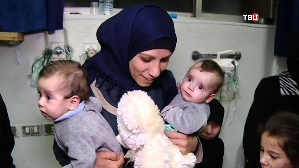 Сирийская женщина с детьми