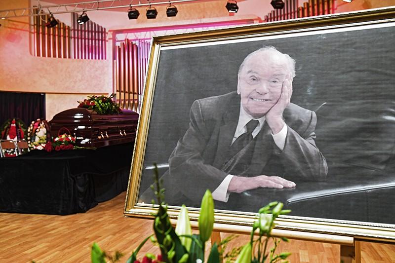 Портрет композитора Владимира Шаинского в Московском доме композиторов, где проходит церемония прощания