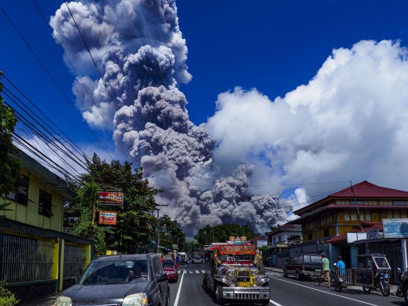Филиппинский вулкан Майон