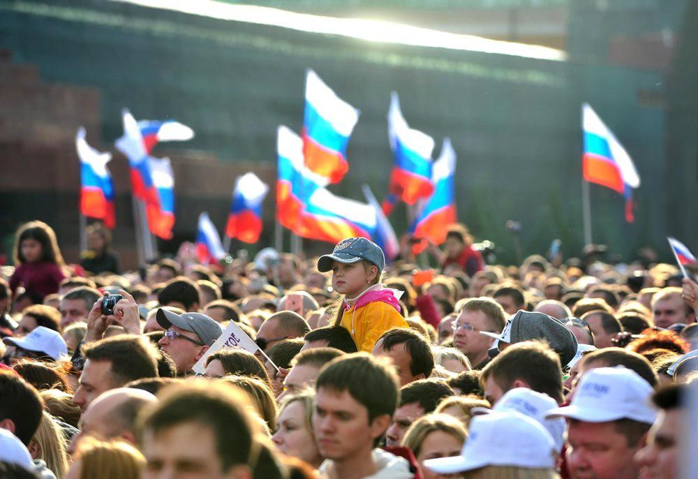 Флаги России на митинге