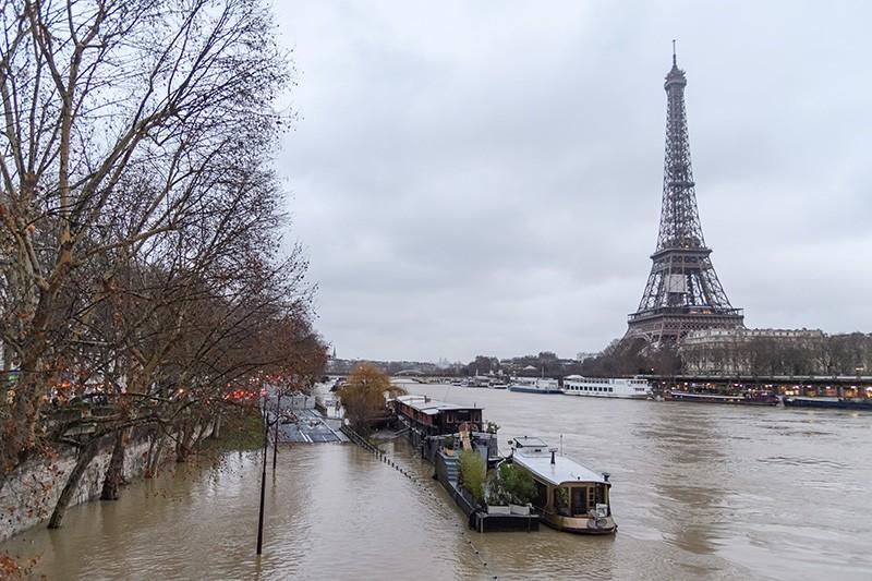 Уровень воды в реке Сене в Париже