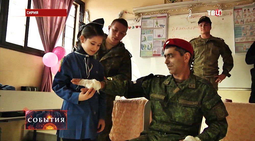 Занятия по медицинской подготовке в сирийской школе