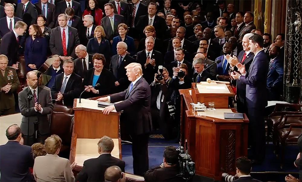 Дональд Трамп выступает в Конгрессе