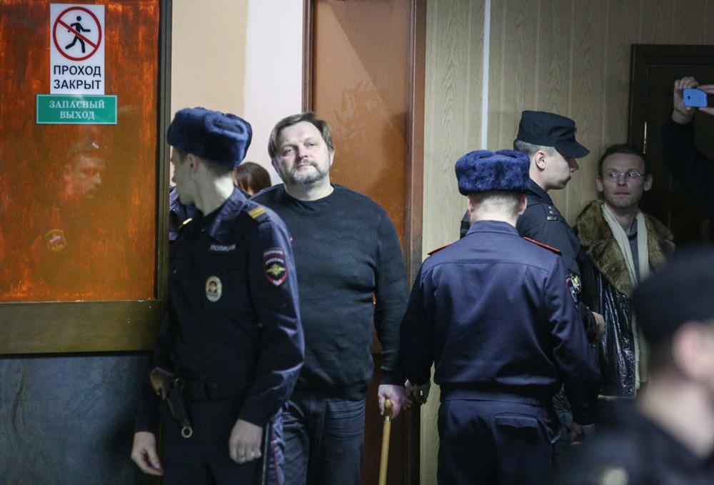 Экс-губернатор Никита Белых под конвоем