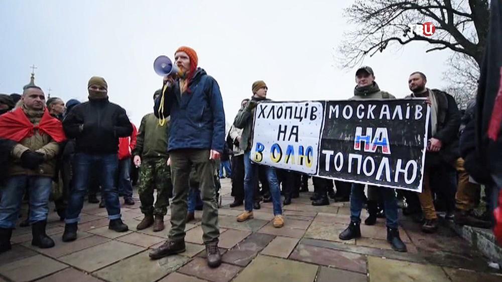 Украинские радикалы требуют сноса храма Украинской православной церкви Московского патриархата, расположенной возле Десятинной церкви в центре Киева