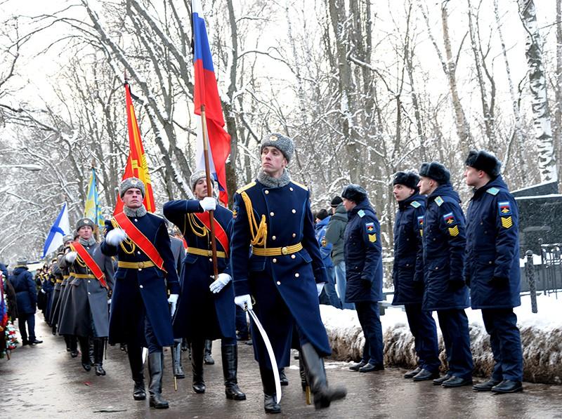 Военнослужащие на церемонии прощания с летчиком Романом Филиповым, погибшим в Сирии