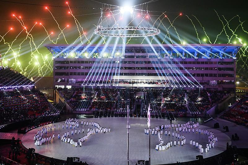 Фейерверк на театрализованном представлении на церемонии открытия XXIII зимних Олимпийских игр в Пхенчхане