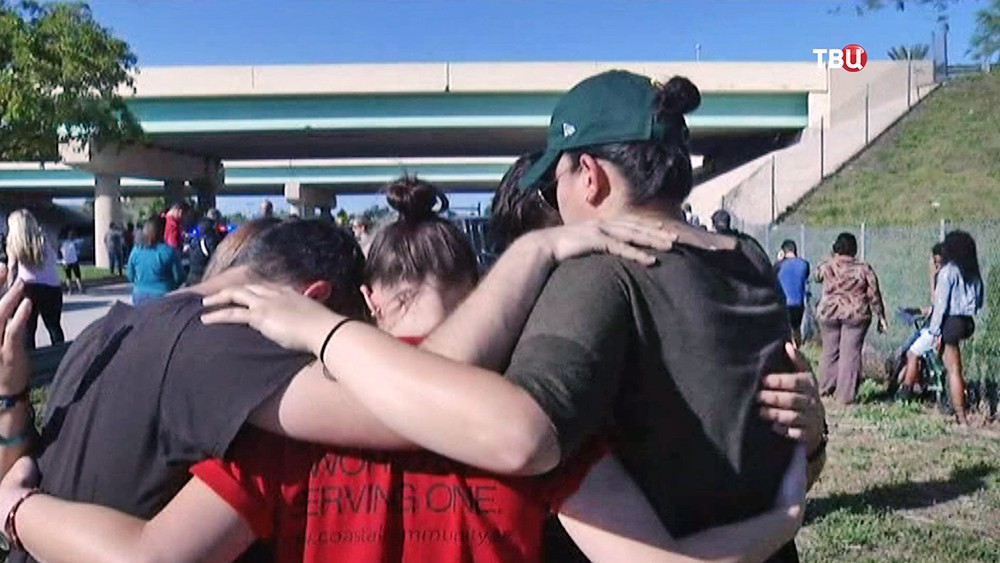 Уцелевшие при стрельбе в школе в США