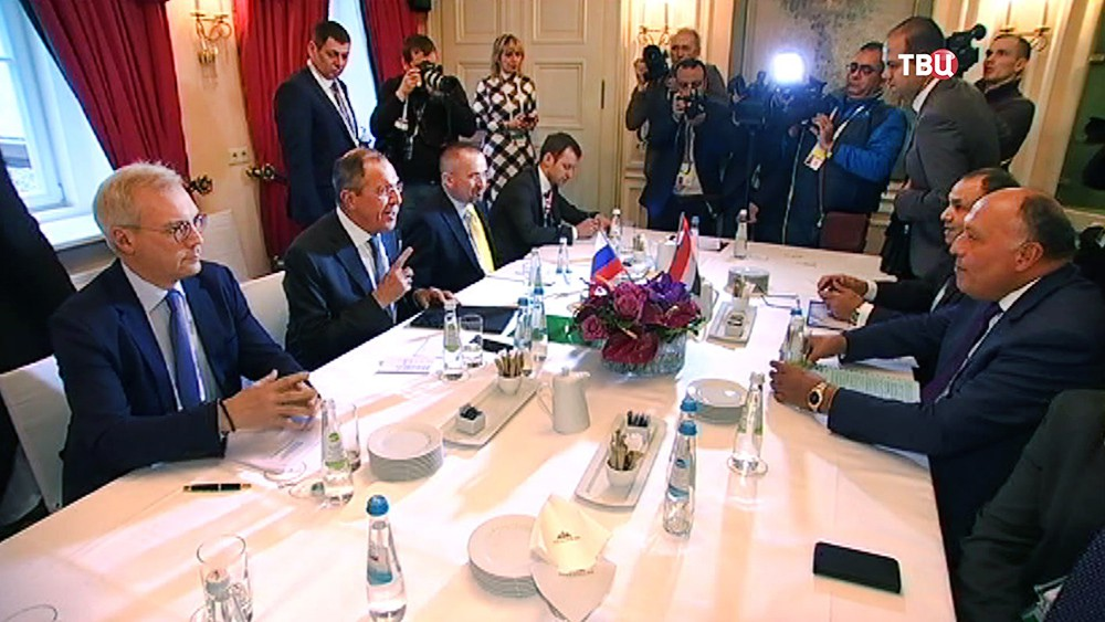Глава МИД России Сергей Лавров на встрече со своим коллегой из Египта