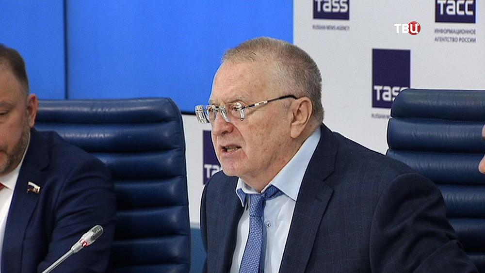 Лидер партии ЛДПР Владимир Жириновский на пресс-конференции