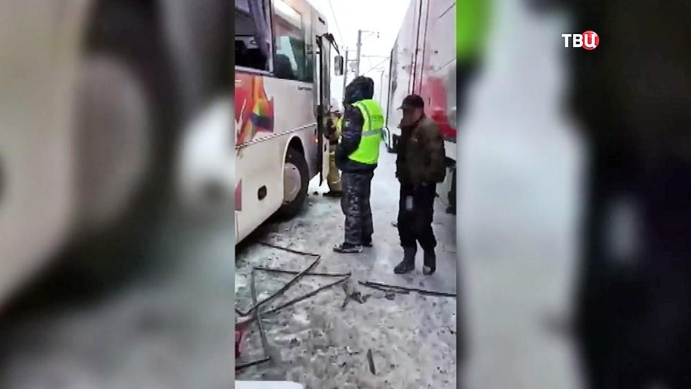 Последствия ДТП с участием автобуса и электрички
