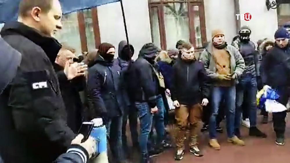 Украинские радикалы ворвались в здание Россотрудничества в Киеве