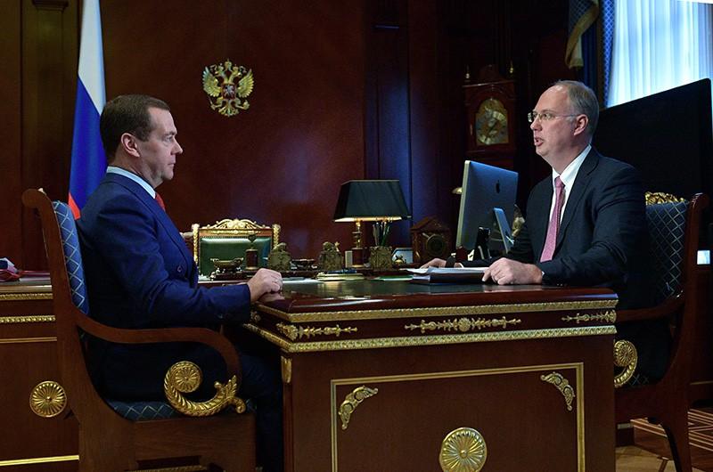 Председатель правительства России Дмитрий Медведев и генеральный директор РФПИ Кирилл Дмитриев