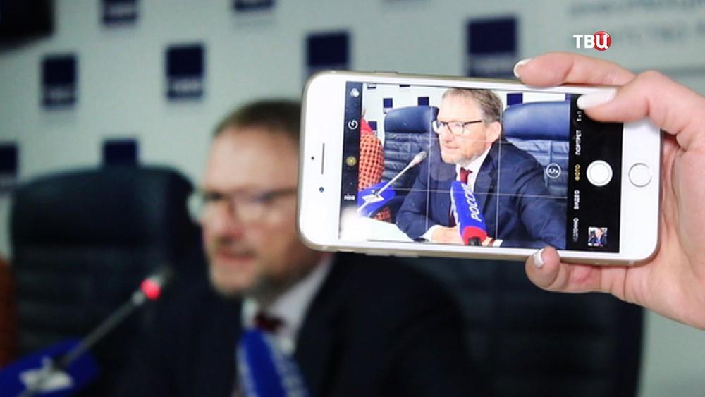 Борис Титов на пресс-конференции