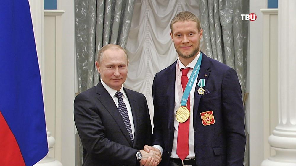 Владимир Путин и Сергей Андронов на церемонии награждения российских олимпийцев в Кремле