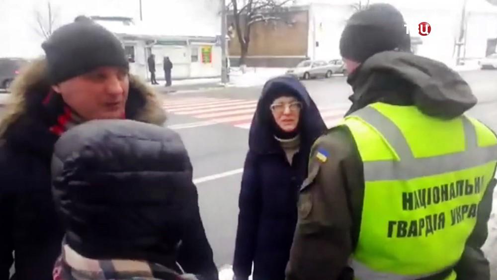 Нацгвардии Украины не пускает людей