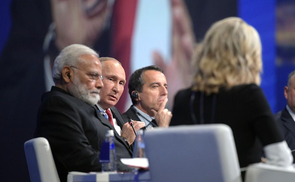 Владимир Путин отвечает на вопросы ведущей телеканала NBC News Мегин Келли на Международном экономическом форуме