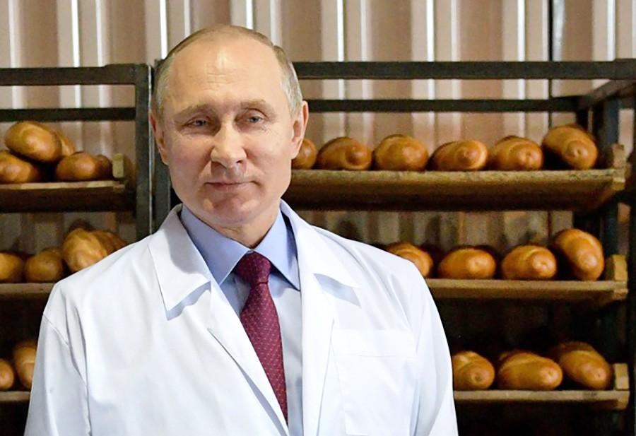 Владимир Путин посетил хлебобулочный комбинат