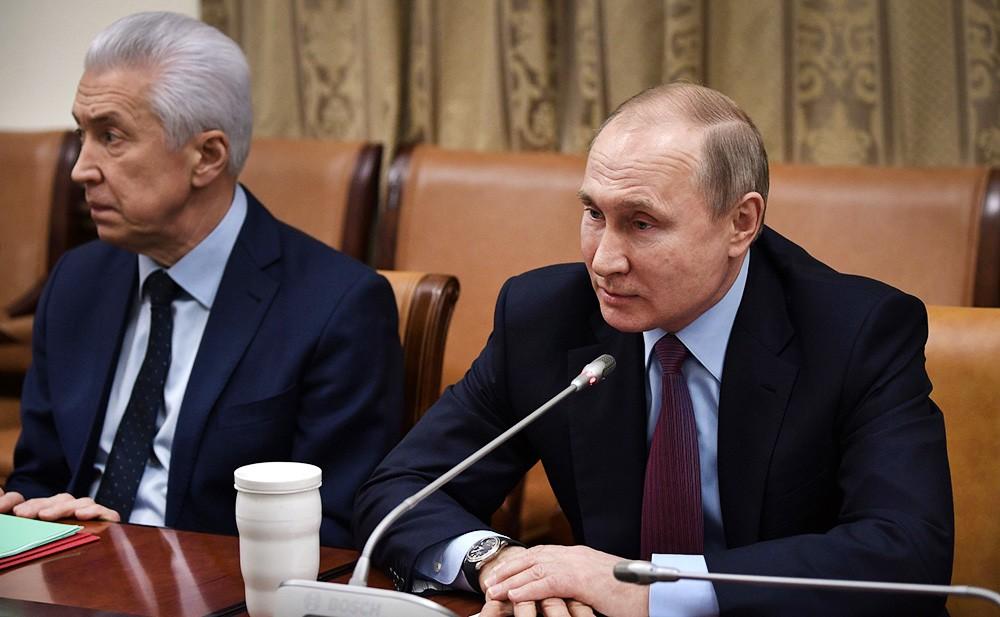 Президент России Владимир Путин и и.о главы Республики Дагестан Владимир Васильев