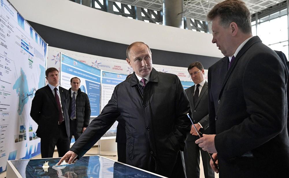 Владимир Путин осмотрел новый аэропорт Симферополя