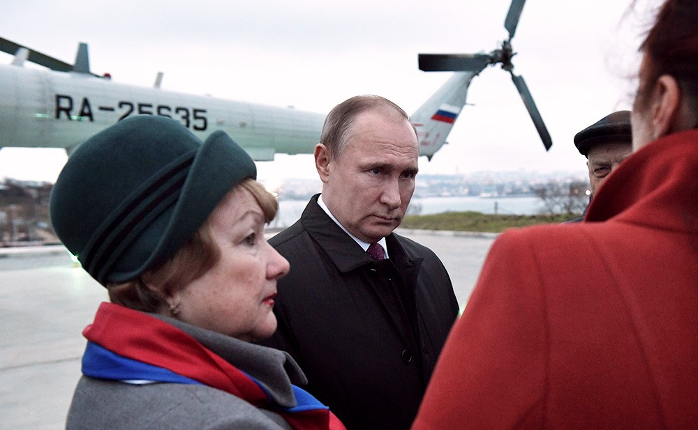 Владимир Путин на встрече с представителями общественности Севастополя