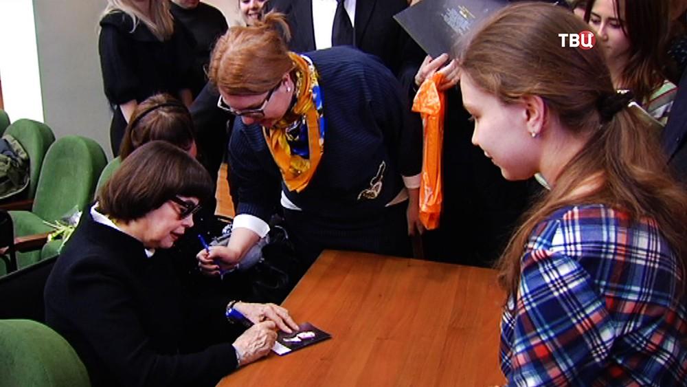 Мирей Матье на встрече со студентами института имени Пушкина