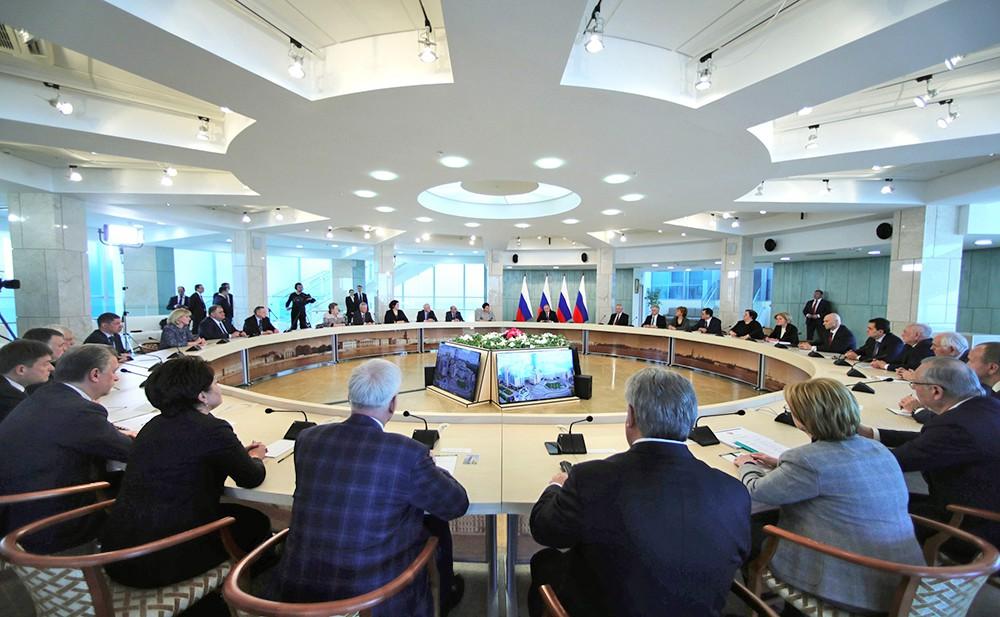 Владимир Путин на встрече с работниками сферы здравоохранения