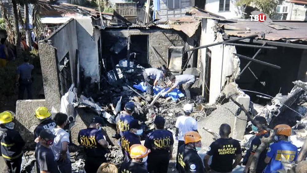 Спасатели Филиппин на месте происшествия
