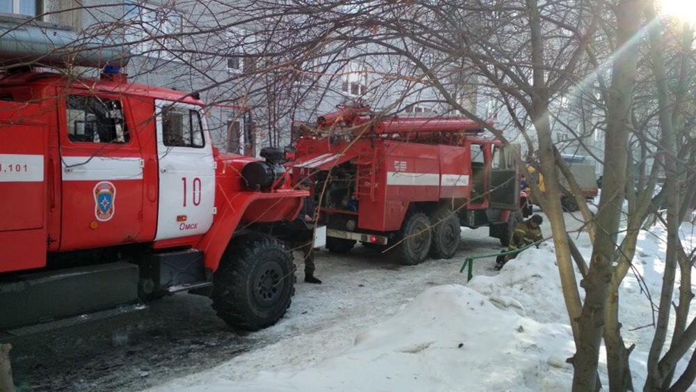Пожарные машины Омска на месте происшествия