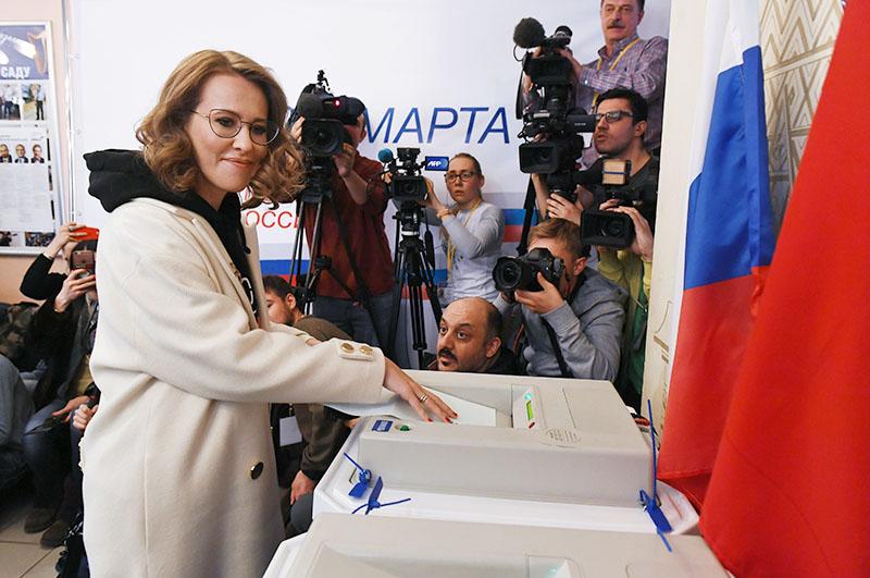 Ксения Собчак голосует на выборах президента