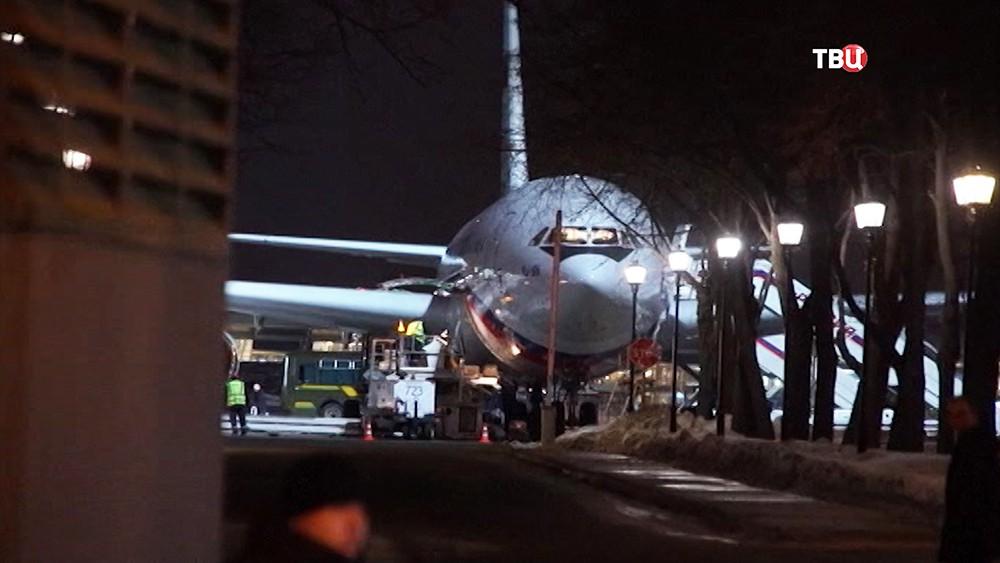 """Ил-96 авиаотряда """"Россия"""" с российскими дипломатами на борту"""