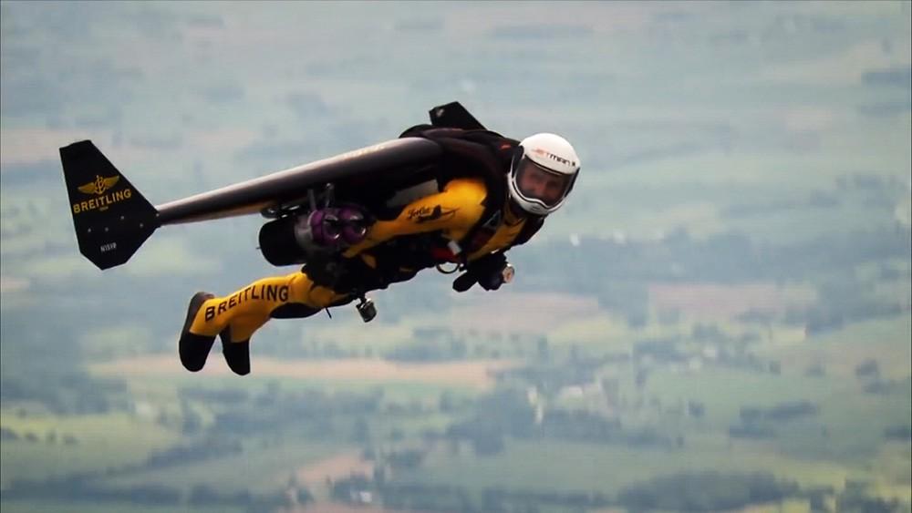 Jetman. Реактивный ранец. Полное отсутствие механизации крыла. Управление происходит за счет смещения центра масс