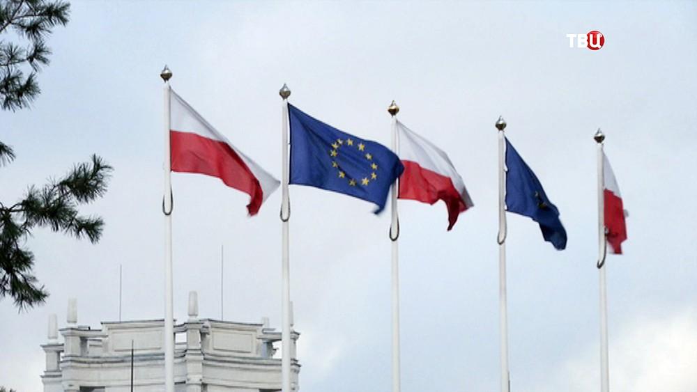 Флаги Польши и Евросоюза