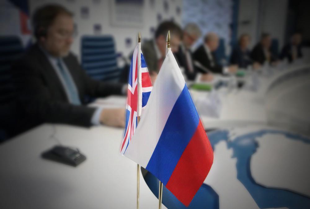 Флаги России и Великобритании