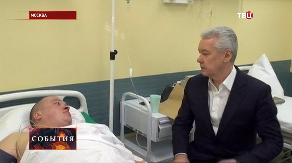 Сергей Собянин посетил пострадавших при пожаре в ТЦ спасателей
