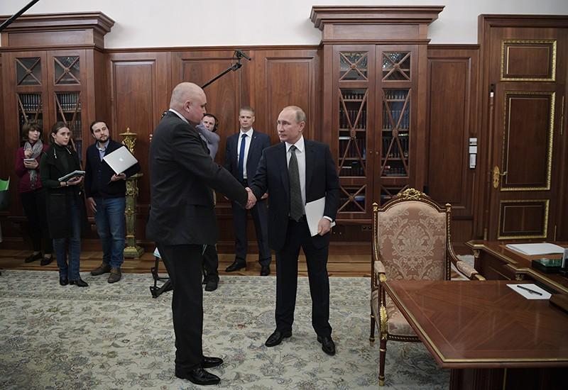 Президент России Владимир Путин и временно исполняющий обязанности губернатора Кемеровской области Сергей Цивилев