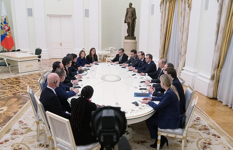 Владимир Путин во время встречи с членами инспекционной комиссии Международного бюро выставок