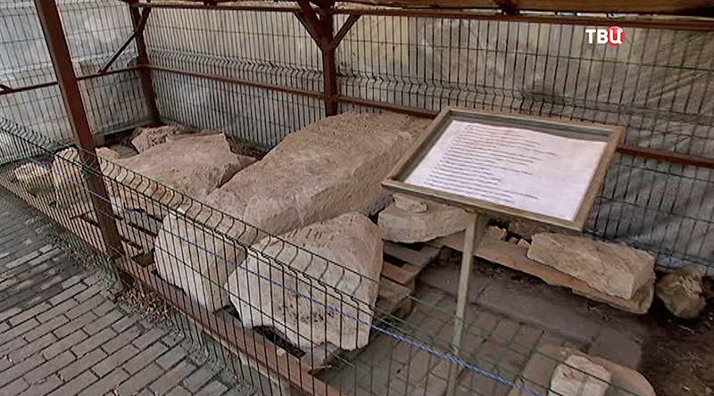 Белокаменные надгробия XVI века