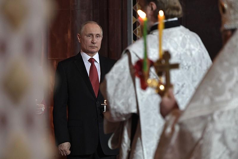 Владимир Путин на праздничном пасхальном богослужении