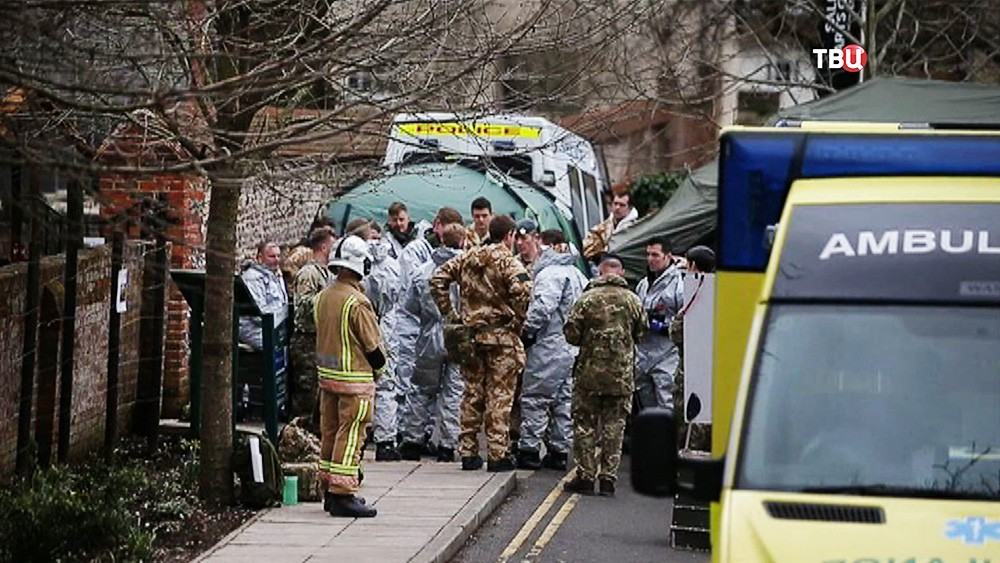 Полиция Великобритании ищет следы отравления Скрипалей