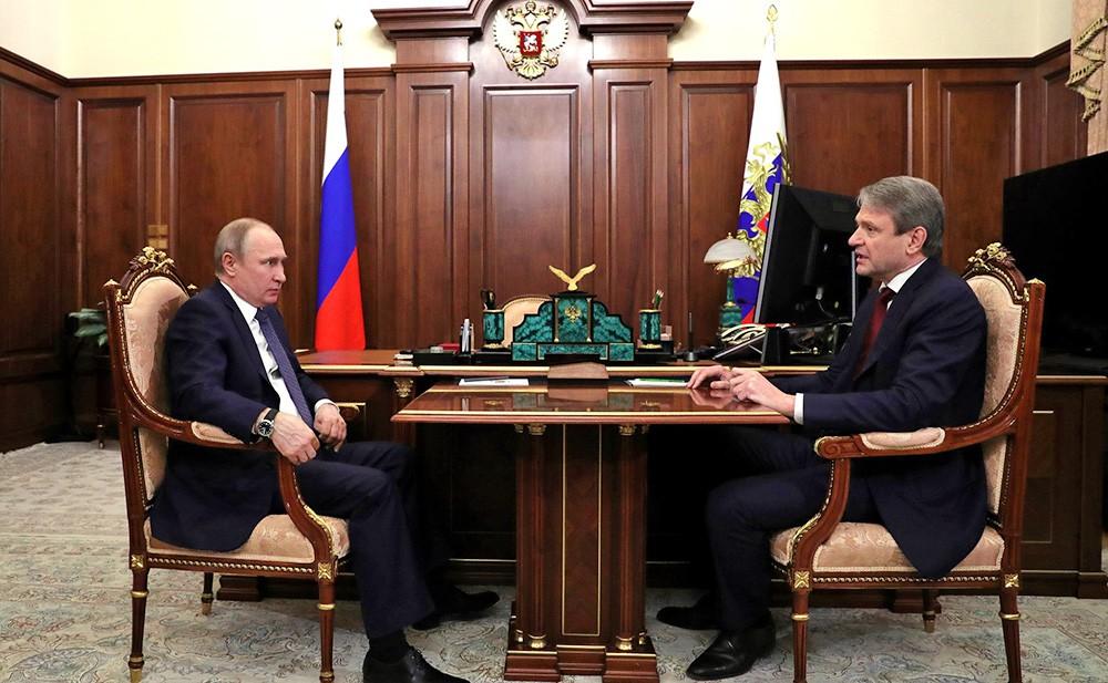 Президент России Владимир Путин и министр сельского хозяйства Александр Ткачёв