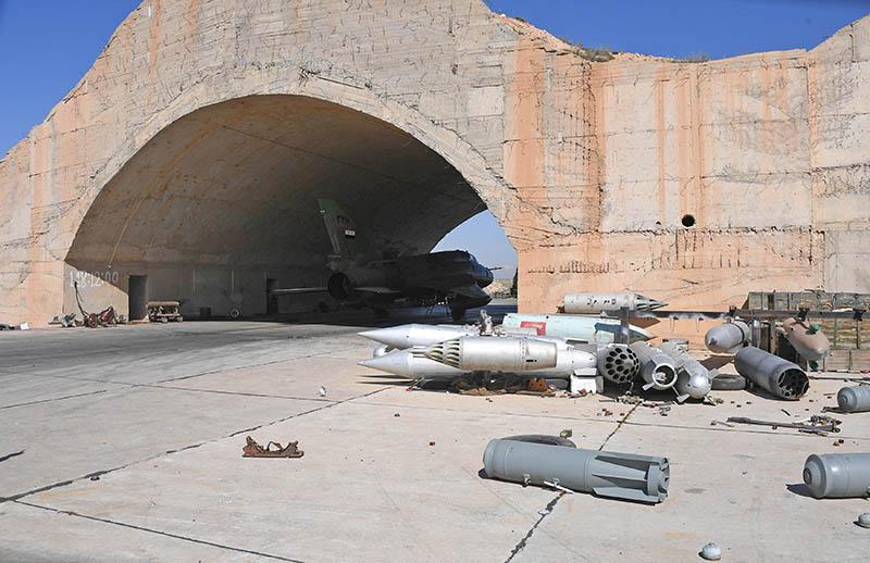 Последствия ракетного удара по авиабазе в Сирии