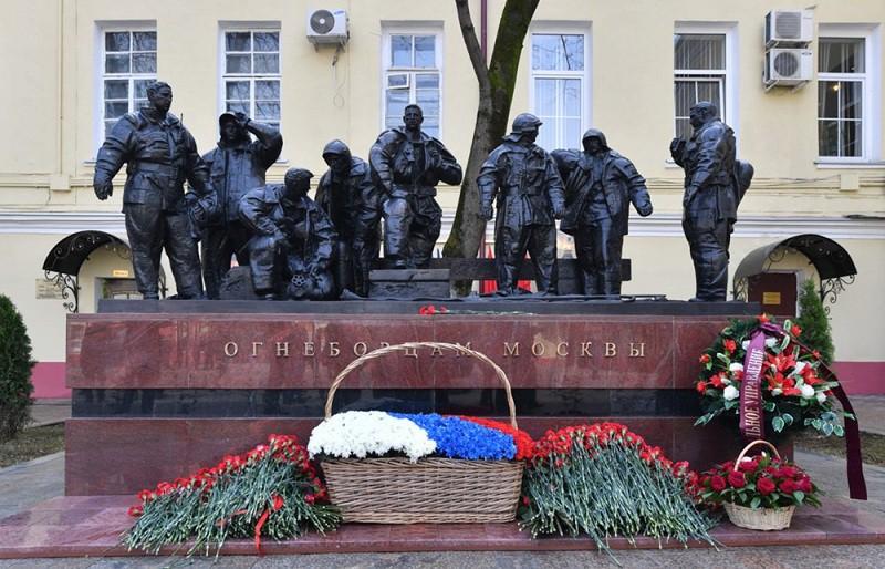 Памятник пожарным в Москве